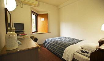 シングルルーム:ベッドはセミダブル