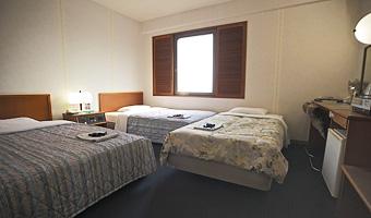 トリプル:ツインルームにベッドを追加します