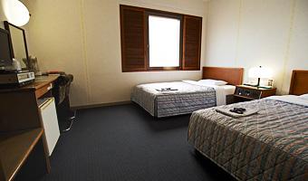 ツインルーム:ベッドはセミダブルベッド