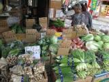 市場に並ぶ沖縄野菜